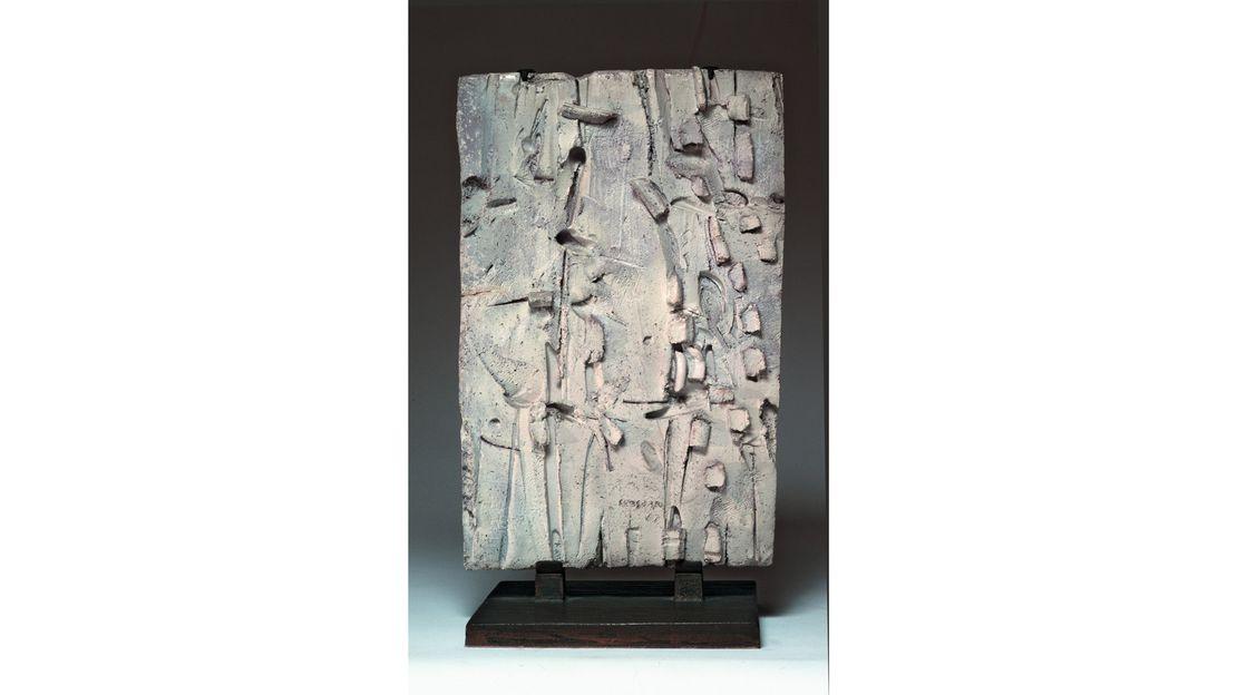 Pietro Consagra, Terracotta smaltata di bianco, 1962, Terracotta smaltata, Lastra di terracotta incisa, modellata, smaltata, 56 x 37 x 4.5 cm, Collezione privata